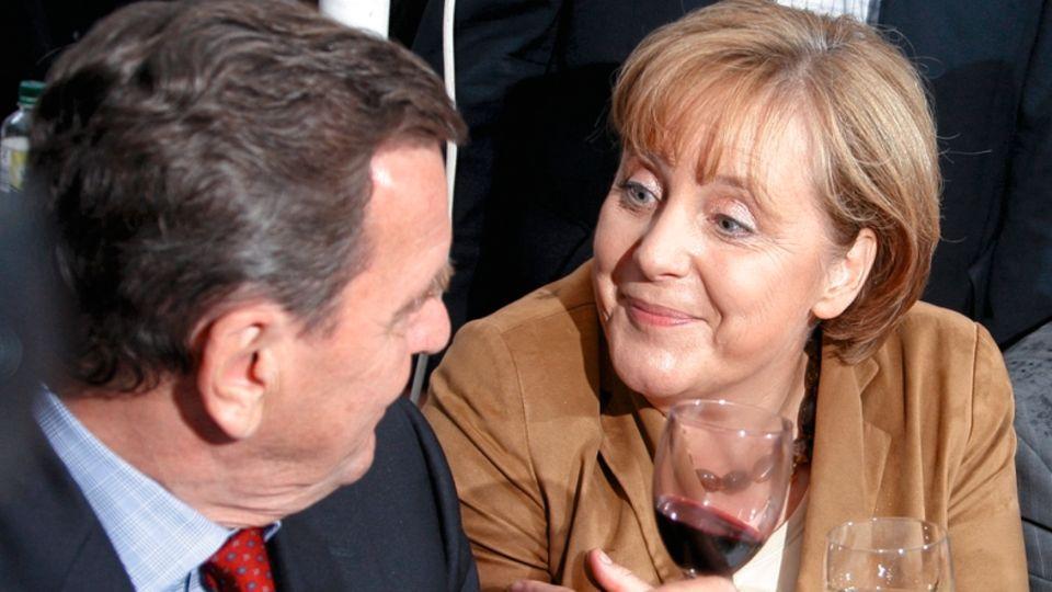 Mit Angela Merkel konnte Schröder schon auf einem SPD-Fest 2007, also zwei Jahre nach Machtverlust, locker parlieren