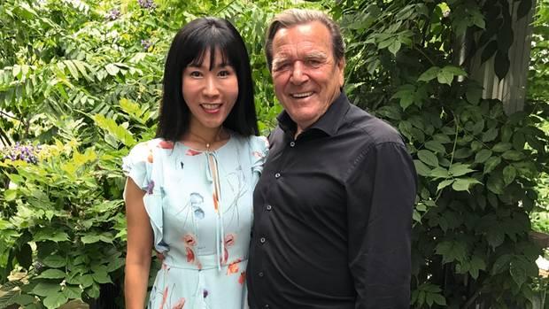 Frische Liebe: Schröder mitneuer Ehefrau Kim
