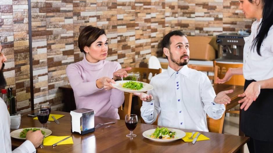 Extrazahlung für Service: Kellner, Essenslieferanten, Paketdienst: So viel Trinkgeld gibt man in Deutschland