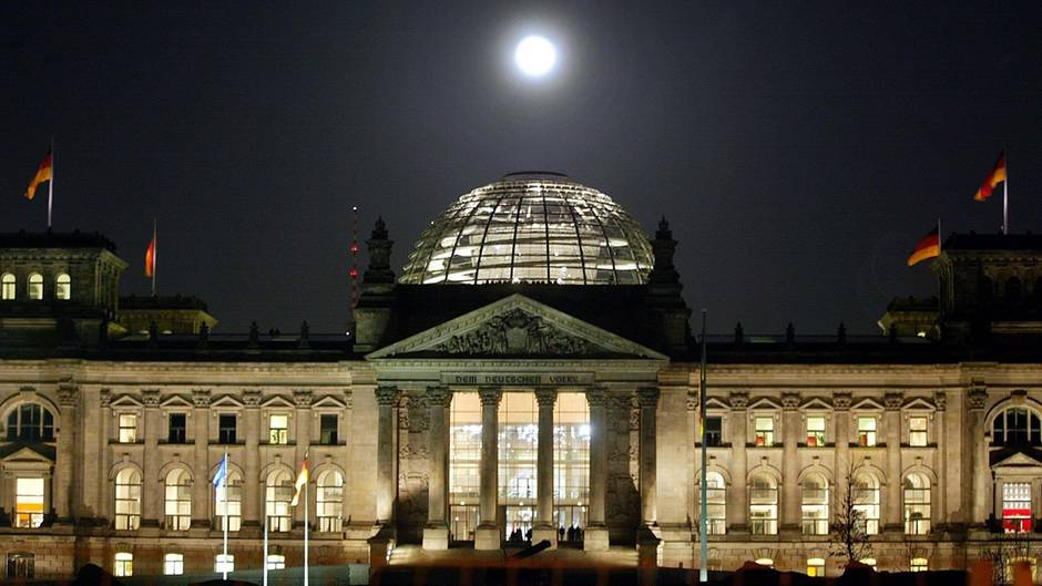 Der Reichstag in Berlin. Die üppigen Budgets der Fraktionen gehören zu denundurchsichtigstenSteuertöpfen der Republik.