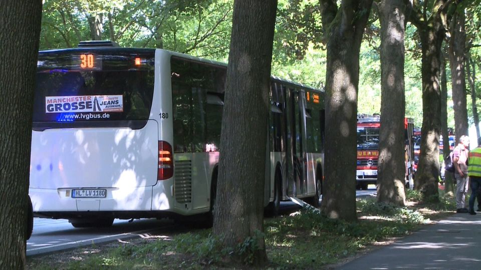 Bei der Gewalttat in dem Lübecker Linienbus sind mehrere Menschen verletzt worden