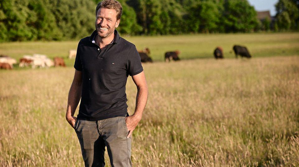 Mathias Schilling lässt seinen Rindern viel Auslauf: 25 Jungbullen teilen sich mehr als 70 Hektar Weideland auf Öhe