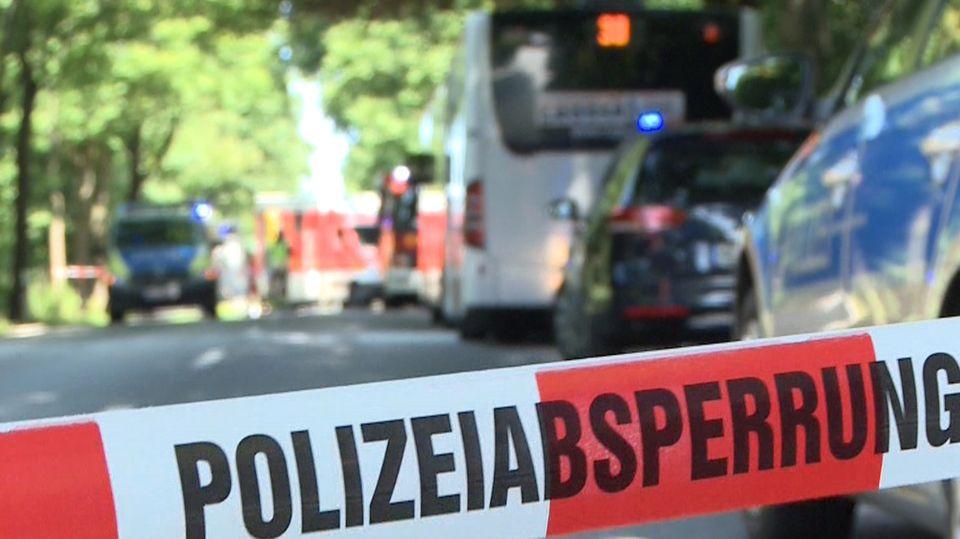 Der Linienbus, in dem sich die Gewalttat ereignete, im Lübecker Stadtteil Kücknitz