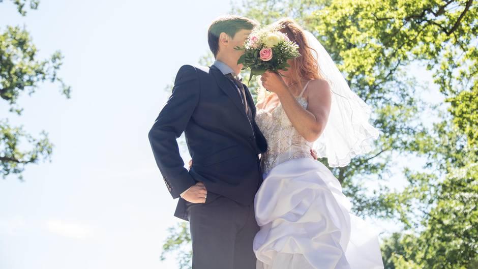 Wie ruiniert man eine Hochzeit am besten? Mit dieser Frage hat sich Henriette Hell beschäftigt.