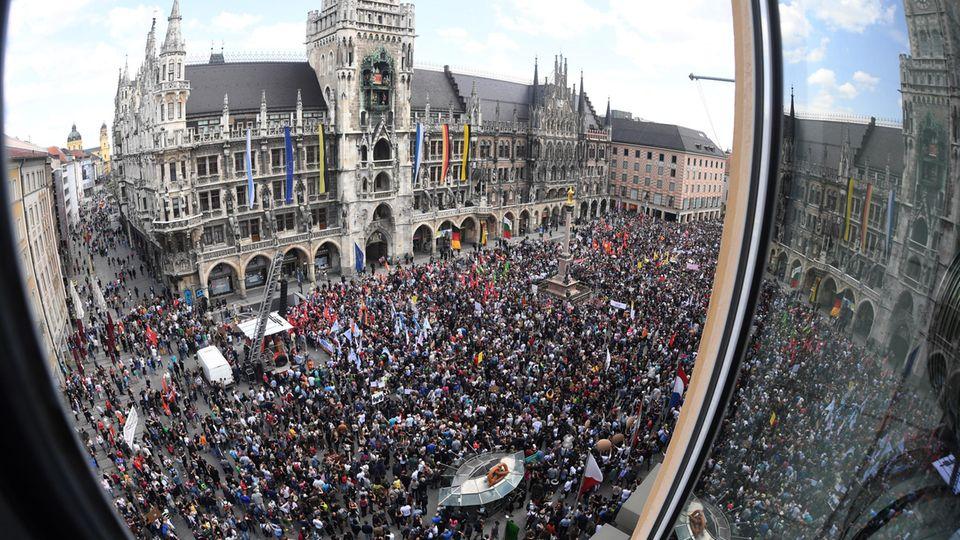 Schon im Mai demonstrierten mehrere zehntausend Menschen in München gegen die Innenpolitik der CSU