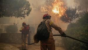 Starke Waldbrände wüten bei Athen