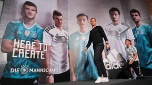 Team-Manager Oliver Bierhoff vor einem Poster von (v.l.n.r.)Timo Werner, Toni Kroos, Mesut Özil, Mats Hummels und Thomas Müller