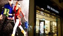"""Für ein exklusives Image kann auf die """"falschen"""" Kunden verzichten, meint man bei Burberry."""