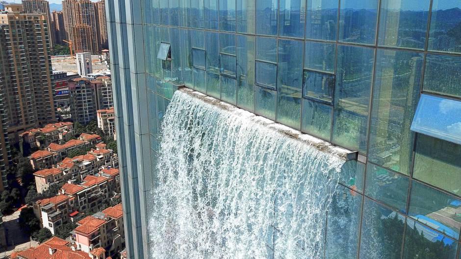 Skurriles Bauwerk: Von wegen Rohrbruch - chinesischer Wolkenkratzer mit Wasserfall sorgt für Staunen