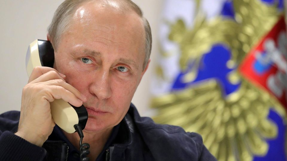 Erdogan, Nazarbajew oder Macron?: Der Kurze Draht der Mächtigen: Mit wem Trump und Putin am häufigsten telefonieren
