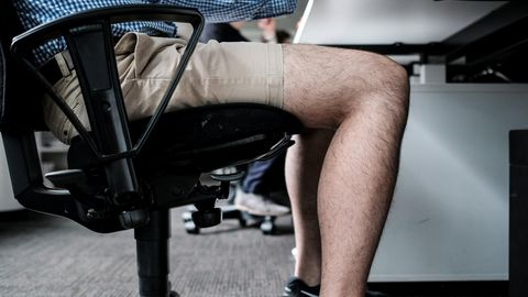 Kurze Hose im Büro