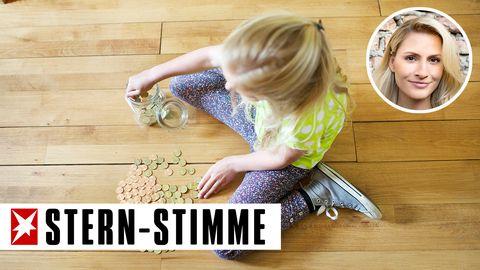 Kind zählt Taschengeld