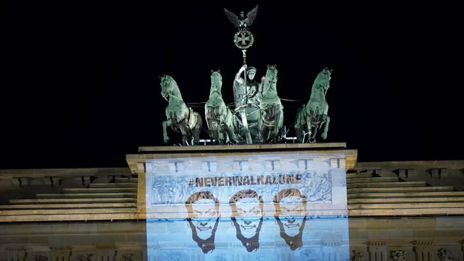 Die Özil-Projektion am Brandenburger Tor
