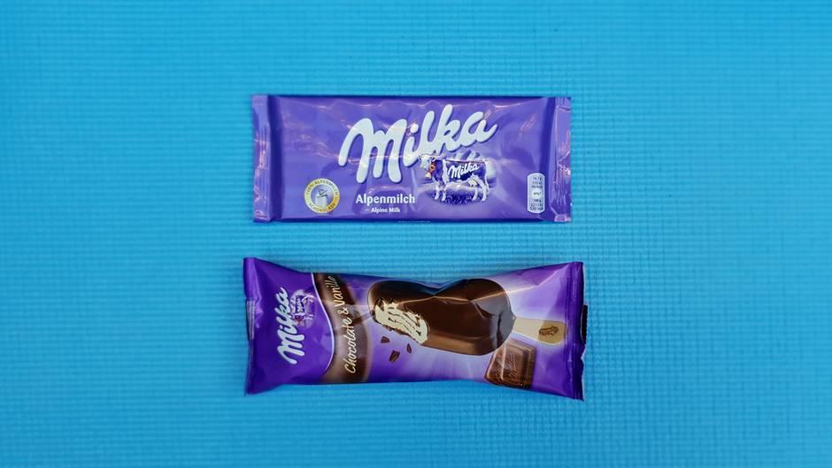 Wer gewinnt?Keiner von beiden  Warum?Sowohl Schokolade als auch Eis fehlt es an Aroma, das Eis schmecktwässrig und erinnert an Magnum-Eis. Viel zu süß im Abgang.  Was hat mehr Kalorien (pro 100 Gramm)?Schokolade 530, Eis 354