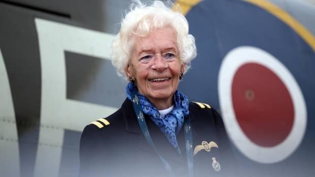 Die britische Weltkriegspilotin Mary Ellis - dieses Foto entstand für knapp drei Jahren