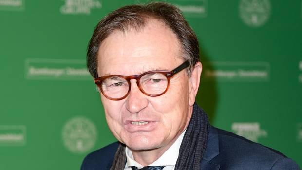 der Technische Direktor des Zweitligisten FC St. Pauli, Ewald Lienen