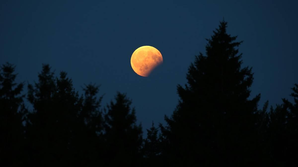 mondfinsternis karte Totale Mondfinsternis: Zu dieser Uhrzeit ist sie bei Ihnen zu
