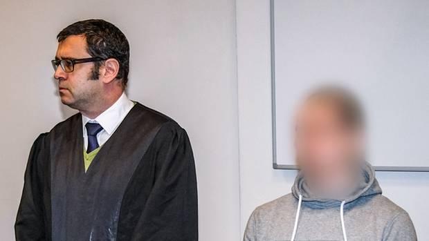 Ricardas D. saß die meiste Zeit schweigend auf der Anklagebank. Auch als der Richter das Urteil vorlas: Mord, lebenslange Haft