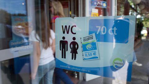 Für den Toilettengang auf vielen deutschen Raststätten muss man 70 Cent bezahlen und erhält dafür einen 50-Cent-Gutschein