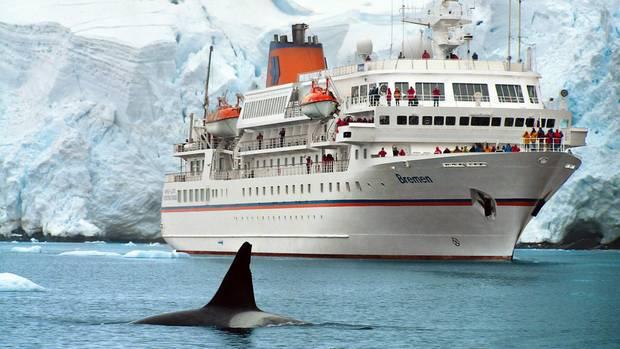 """Das kleine Kreuzfahrtschiff""""MS Bremen"""" ist speziell für Reisen in die Polarregionen ausgerüstet und bietet Platz für maximal 155 Kreuzfahrtgäste."""