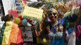 In vielen Städten rund um die Welt waren am Wochenende ähnliche Veranstaltungen geplant, der CSD in Berlin gehört zu den größten Paraden.