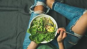 Gewaschenes Gemüse oder Salate  Steht es bereits auf der Verpackung - beispielsweise bei abgepackten Salaten oder auch Gemüse -gibt es keinen Grund, dieseerneut zu waschen. Sparen Sie hierbei lieber Wasser und verwenden Sie Gemüse und Salat besser direkt.