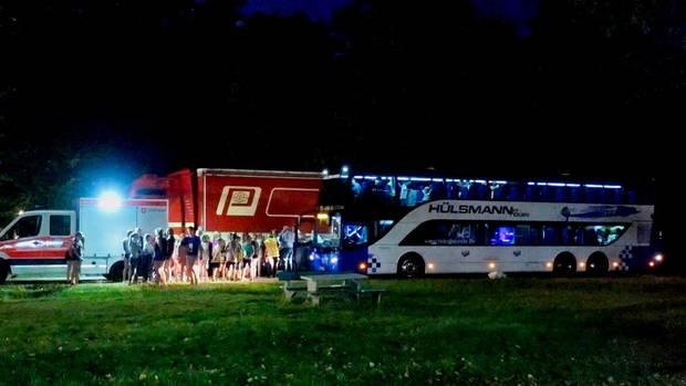 Nachrichten aus Deutschland: Klimaanlage defekt - Jugendliche kollabieren in Reisebus auf A1