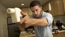 Cody Wilson demonstriert seine Plastikwaffe Liberator