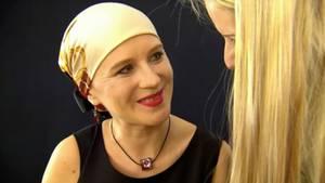 Wirkungsvolle Begleittherapie für Krebspatienten: Fotos von besonderen Verschönerungen durch Profis.