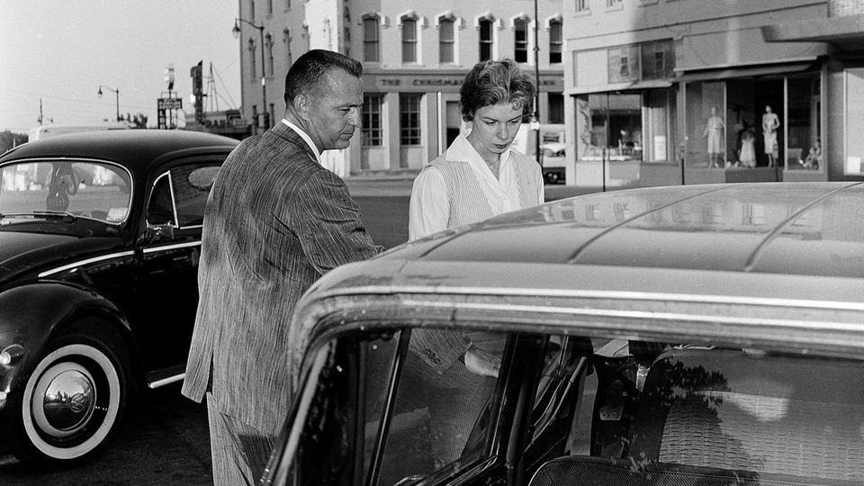 Nach dem Mord an Patricia Jones gerät die 20-jährige Sharon Kinne 1960 in den Fokus der Ermittler