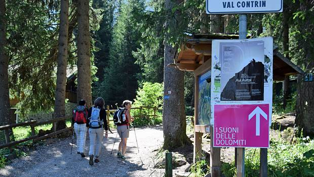 Ausgangspunkt des Schotterwegs zur Contrin-Hütte: Alba di Canazei auf 1517 Metern.