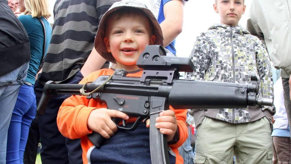 Lockere Waffengesetze: In den USA dürfen Jugendliche kein Bier trinken, aber Waffen kaufen