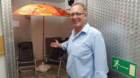 Supermarktchef Lars Koch vor seinem Kühlhaus