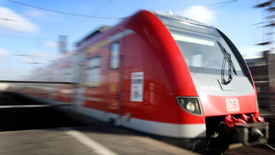 Eine Nahverkehrsbahn am Hauptbahnhof Düsseldorf. Die Tat geschah laut Polizei inder NordWestBahn 75059.