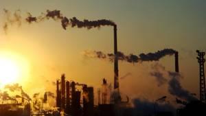 Rauchende Schlote in der nordchinesischen Stadt Tianjin