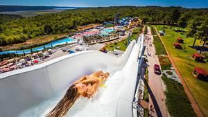 Platz 2:Aquapark Istralandia, Novigrad, Kroatien  Nahe der Küste sorgen in Istrien auf diesem Areal mehrere Rutschen mit einer Gesamtlänge von 1,6 KilometernRutschen für viel Spaß - und bei Ungeübten vielleicht auch für Muskelkater.  Infos:www.istralandia.hr