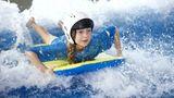 """Platz 5: The LC, Swansea, Großbritannien  Highlight für Klein und Groß in dem größten Wasserpark in Walessind die künstliche Surfwelle """"Boardrider"""" und die """"Vulcano Bay"""".  Infos:www.thelcswansea.com"""