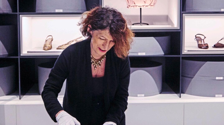 dior: ein besuch im archiv, wo das modehaus seine schätze