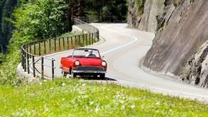 Auto auf Bergstraße
