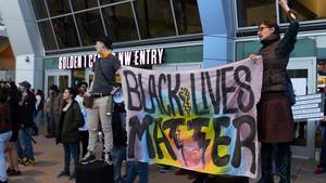 """Black lives matter"" auf einem Protestplakat"
