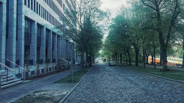 Die Straße vor dem Jobcenter Berlin Charlottenburg-Wilmersdorf