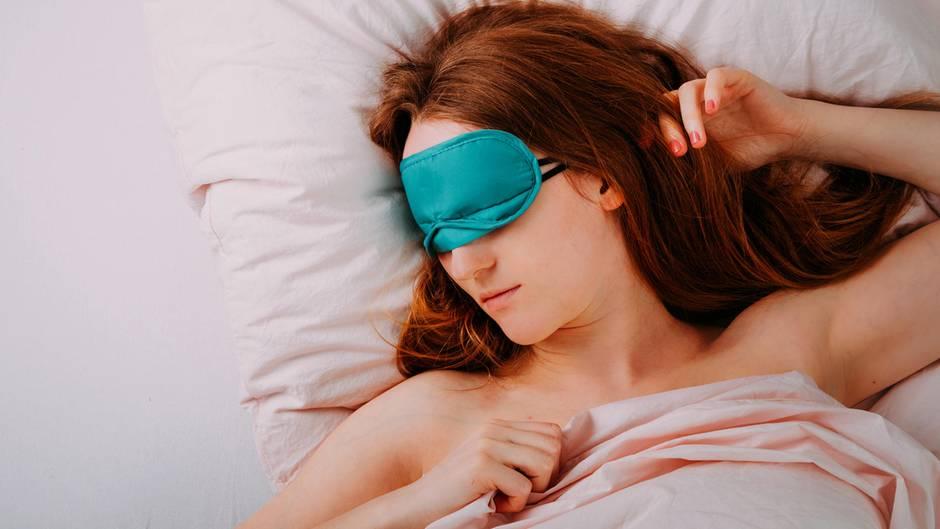 Zur Ruhe kommen: Schlafforscher gibt Tipps: So schlafen Sie nachts besser bei der Hitze