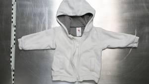 Das Handout der Polizei Berlin zeigt eine Babyjacke