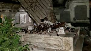 Ein Erdbeben der Stärke sieben hinterlässt in Indonesien Zerstörung und Tote