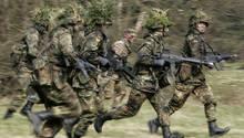Rekruten beim Training: Der neue Dienst soll keine reine Wehrpflicht sein