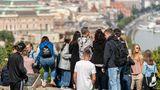 Platz 5: Budapest, Ungarn  Wir bleiben in Osteuropa: Schon vor der Öffnung des Eisernen Vorhangs galt die Hauptstadt Ungarns als ein klassisches Städtereiseziel im Osten. Hier tummeln sich Besucher im Viertel Buda oberhalb der Donau.