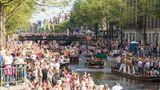 Platz 2: Amsterdam, Niederlande  Die besondere Atmosphäre der Stadt mit ihren Grachten zieht Reisende aus der ganzen Welt an. So überfüllt wie auf dem Bild, das am Christopher Street Day entstand, geht es nicht immer zu.