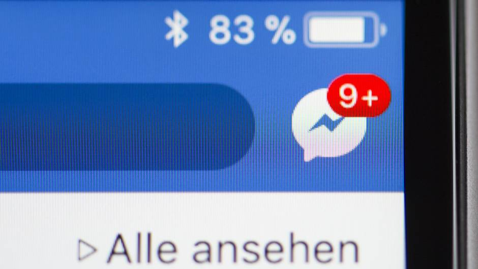 Neun neue Nachrichten auf einem Facebook Messenger