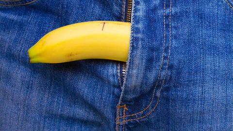 Penisbild: Eine Banane ragt aus einer Jeans
