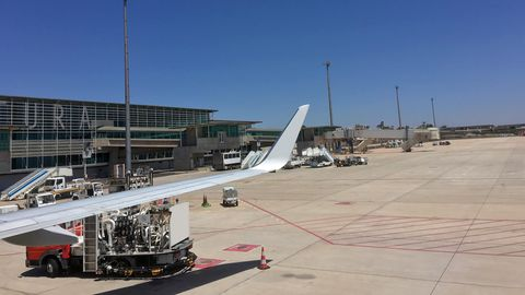 Endlich nach 35 Stunden angekommen: am Flughafen auf Fuerteventura.